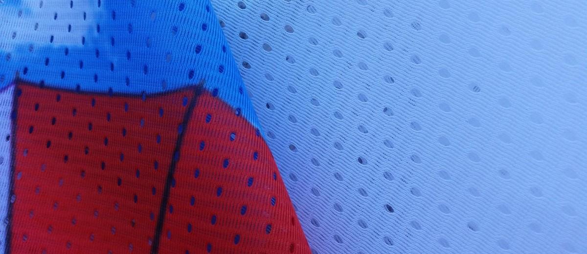 Materiał flagowy typu siatka - dzianina poliestrowa 110 g/m2